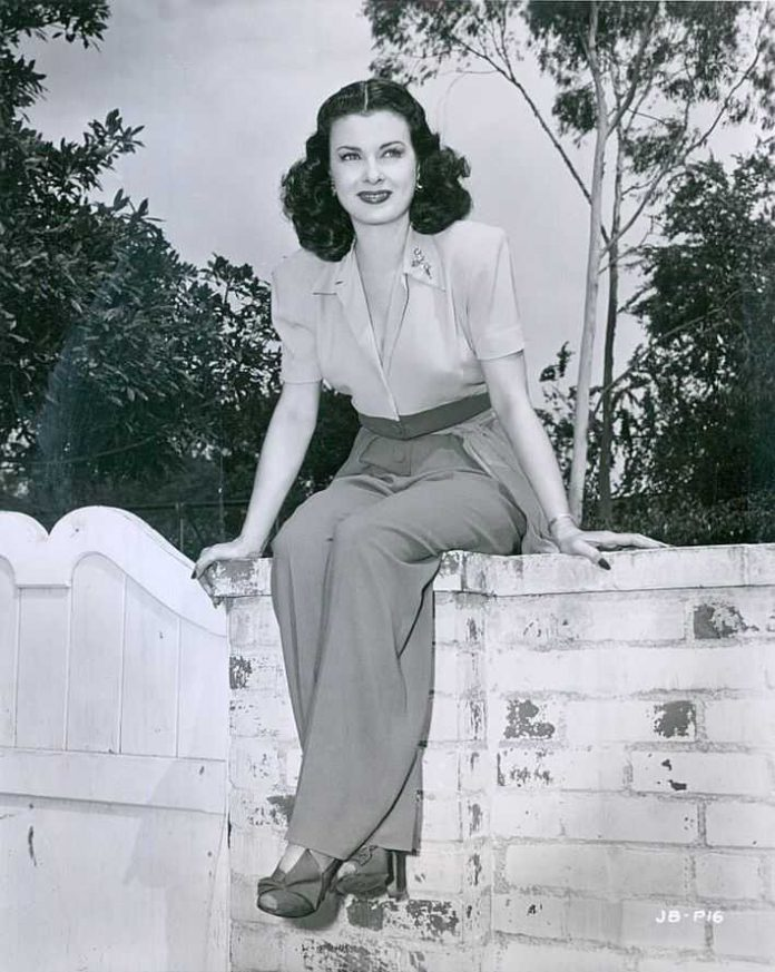 Joan Bennett boobs pics