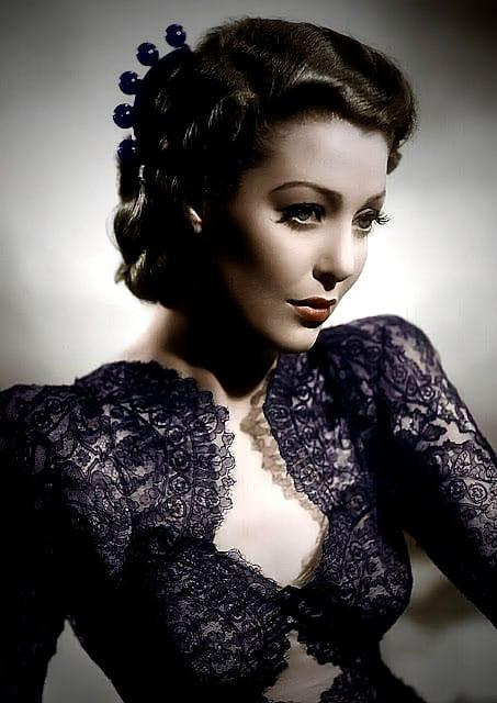 Loretta Young cleavage pic