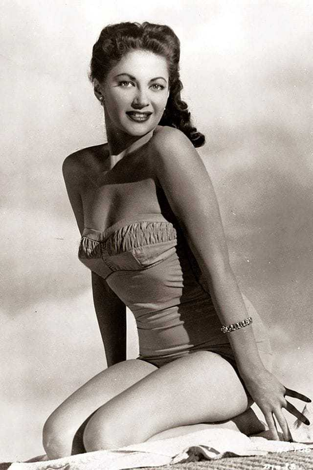 Yvonne De Carlo big thigh pictures
