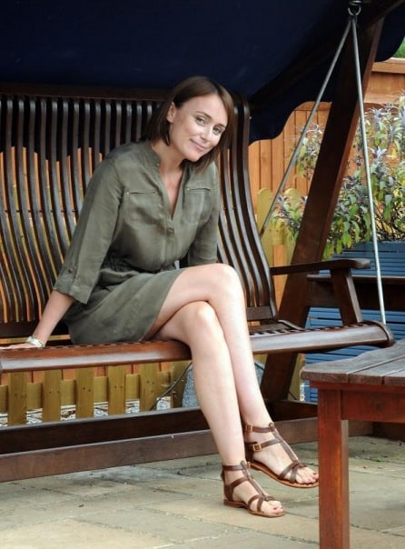 Keeley Hawes sexy legs pics