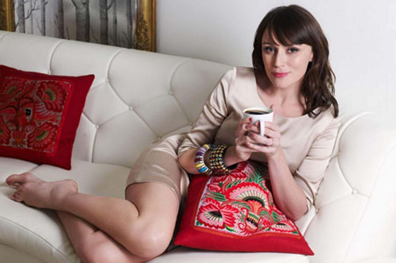 Keeley Hawes thigh pics