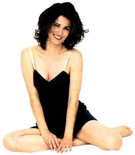 Kim Delaney cleavages pics