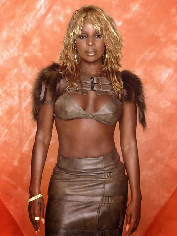 mary j. blige sexy cleavage