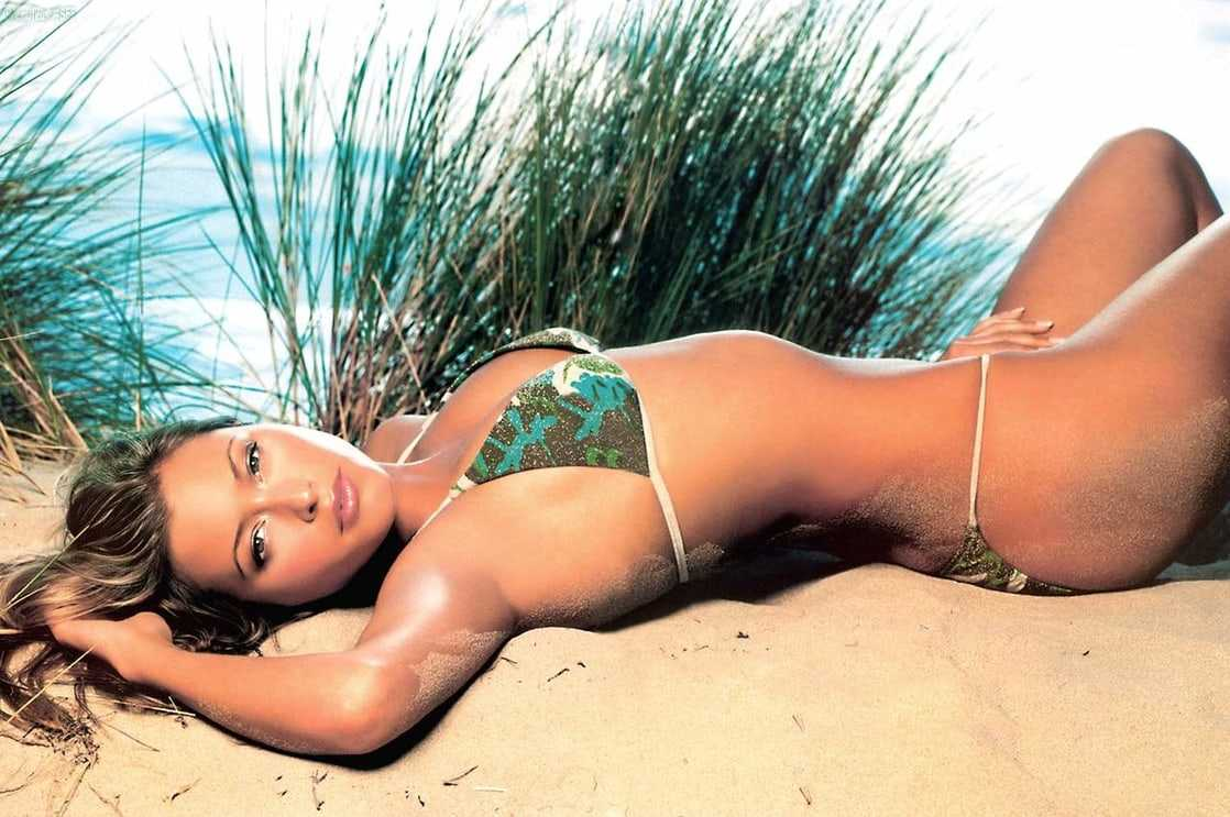 holly valance looking sexy