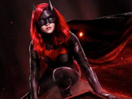 Batwoman Gets Her Cosmic Armor For Her Rescue Mission On Moon
